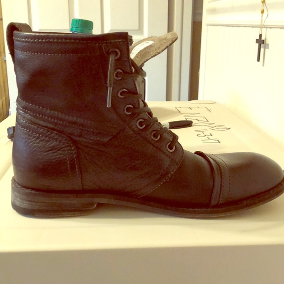 086e90c6edf Size 8.5 men's GUESS brand HT leather dress boots